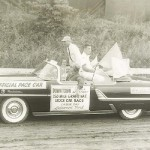 Lakewood_Speedway_Pace_car_with_W_Milam_with_flag